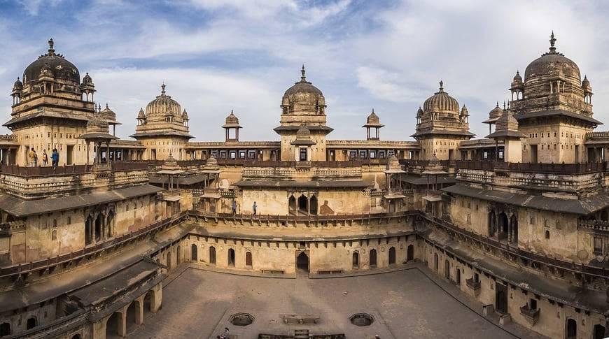 Jehangir-Mahal-Orchha-kesari-tours
