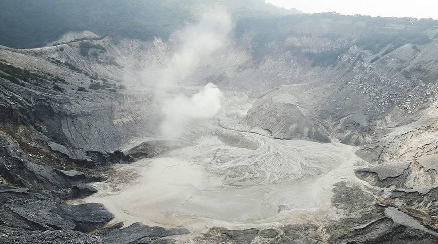 Tangkuban-Perahu-Volcano-kesari-tours